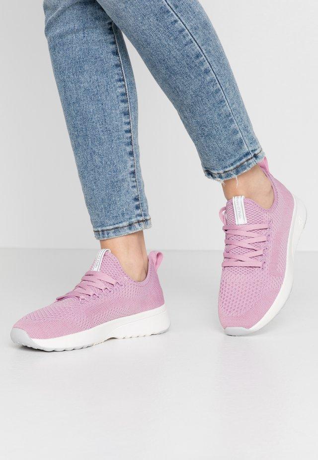LOLETA - Trainers - lilac