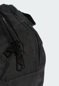 adidas Performance - ESSENTIALS LOGO DUFFEL BAG EXTRA SMALL - Sportovní taška - black - 4