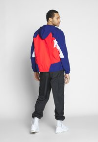 Nike Sportswear - SIGNATURE - Kurtka sportowa - university red/blue void - 2