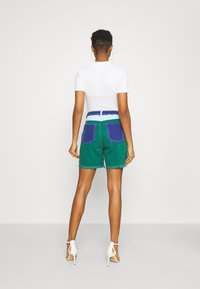 Missguided - FRAYED - Jeansshorts - green - 2
