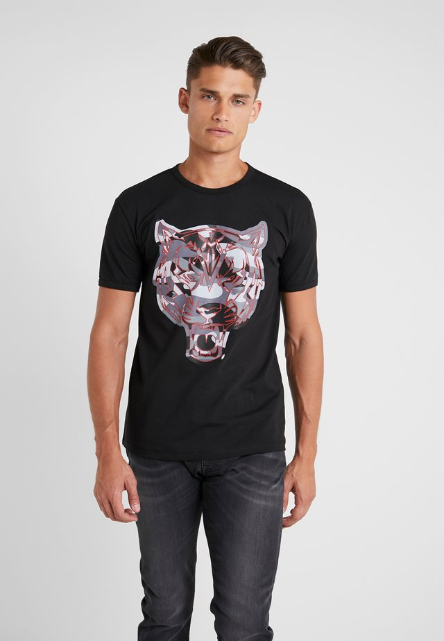 ROUND NECK TIGER - Camiseta estampada - black/red