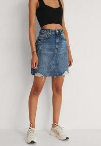 NA-KD - Mini skirt - mid blue - 0