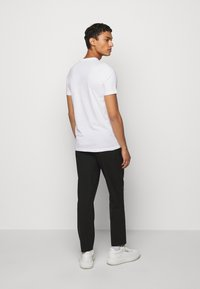 PS Paul Smith - MENS SLIM FIT FACE - T-shirt con stampa - white - 2