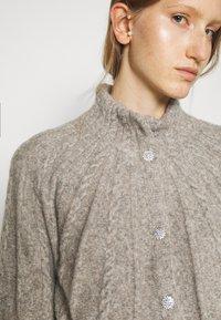 Bruuns Bazaar - AISHA EMILY CARDIGAN - Cardigan - light grey - 7