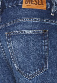 Diesel - D-FAYZA - Jeans Tapered Fit - medium blue - 7