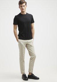 Michael Kors - Basic T-shirt - black - 1