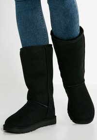UGG - CLASSIC II - Vysoká obuv - black - 0
