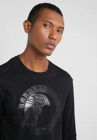 Versace Collection - T-SHIRT GIROCOLLO REGOLARE - Langærmede T-shirts - nero - 4