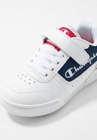 Champion - LEGACY LOW CUT SHOE COURT CHAMP - Sports shoes - white - 2