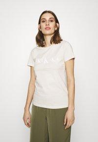Calvin Klein Jeans - ECO SLIM - T-shirt con stampa - soft cream/bright white - 0