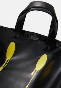 Steffen Schraut - SMUDGE - Shopping bags - black/yellow - 4