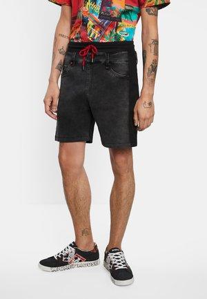 PETER - Jeansshorts - black