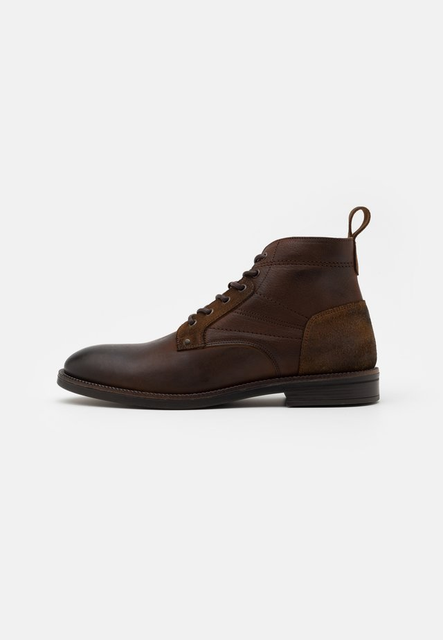 Šněrovací kotníkové boty - choc