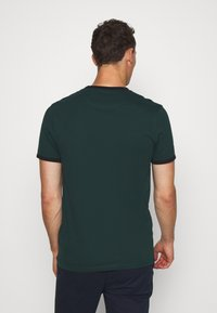Lyle & Scott - RINGER TEE - Basic T-shirt - jade green/black - 2