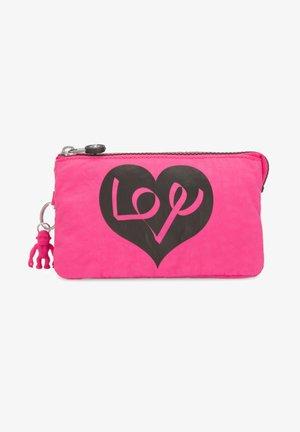 CREATIVITY L - Wash bag - love