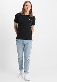 Champion Reverse Weave - CLASSIC APPLIQUE TEE - Basic T-shirt - black - 1