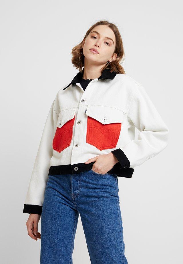 ROUND UP TRUCKER - Veste en jean - white denim