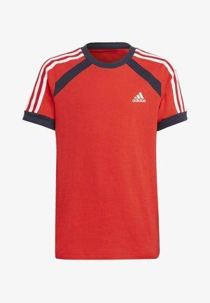 B BOLD TEE - Print T-shirt - red