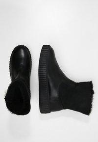 Pajar - CALINE - Kotníkové boty na platformě - black - 3