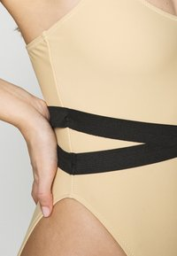 Missguided - DOUBLE WAIST STRAP DETAIL SWIMSUIT - Plavky - nude - 5
