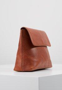 Royal RepubliQ - PURE EVENING BAG - Across body bag - cognac - 3