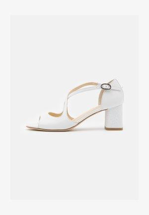 NADA - Bridal shoes - blanc