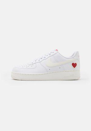 AIR FORCE 1  - Joggesko - white/sail/university red