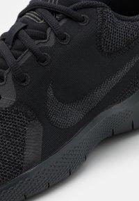 Nike Performance - FLEX EXPERIENCE RN 10 - Chaussures de running neutres - black/dark smoke grey - 5