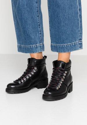 IVONE - Korte laarzen - black