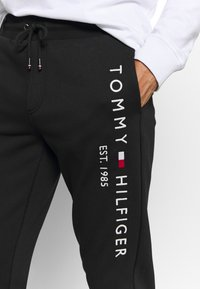 Tommy Hilfiger - BASIC BRANDED  - Teplákové kalhoty - jet black - 4