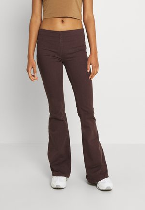 PENNY PULL ON - Flared Jeans - umber