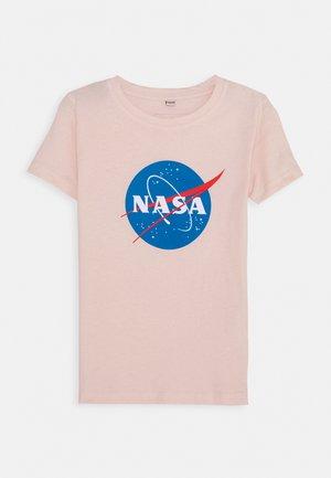 KIDS NASA INSIGNIA TEE - Print T-shirt - rosa