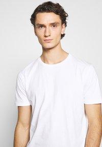 Minimum - LUKA  - Jednoduché triko - white - 4