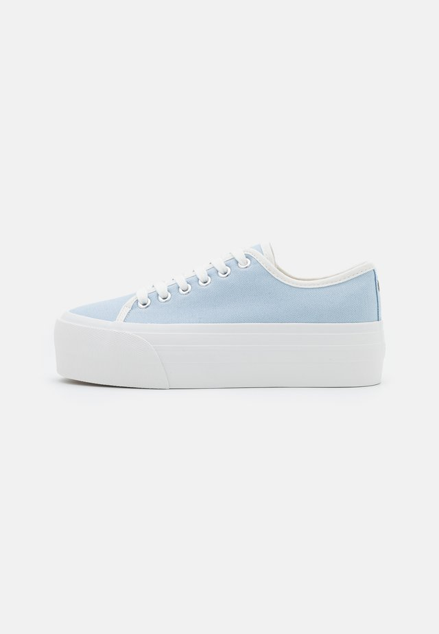 FLATFORM LACE UP - Matalavartiset tennarit - pale blue