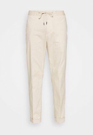 TRAVIN - Pantaloni - feather