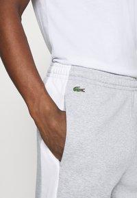 Lacoste - Spodnie treningowe - argent chine/blanc/noir - 3