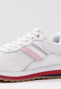 Tommy Hilfiger - CORPORATE RETRO  - Sneaker low - white - 2