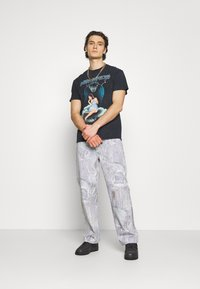 Jaded London - REALISTIC PRINT - Relaxed fit jeans - blue - 1
