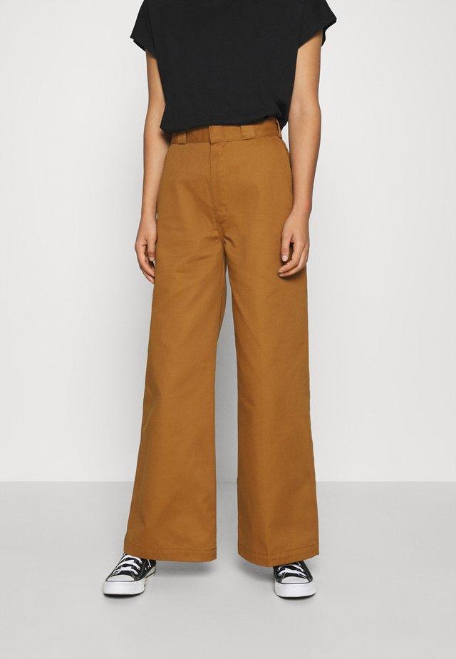 WINNSBORO - Pantalones - brown duck