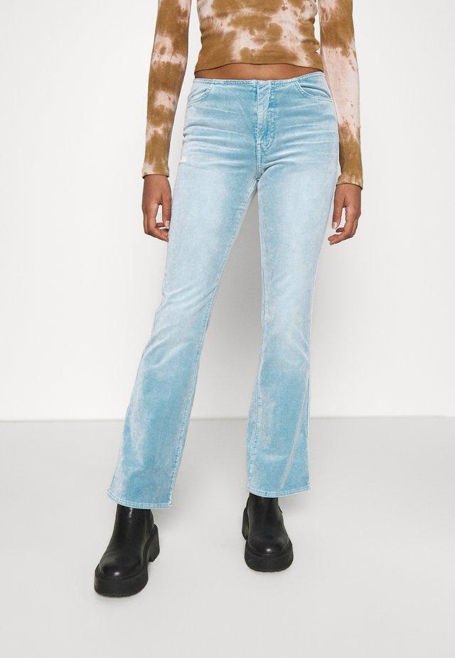 RAIA ACID TROUSER - Pantaloni - ligh blue