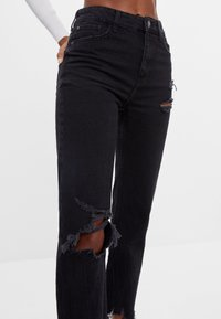 Bershka - Relaxed fit jeans - black - 3