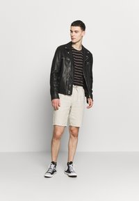 Knowledge Cotton Apparel - BIRCH LOOSE HEAVY - Shorts - beige - 1