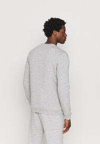 Reebok - IDENTITY CREW GRAPHIC - Sweatshirt - medium grey heather/black - 2