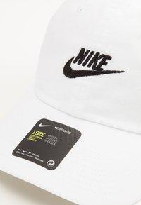 Nike Sportswear - FUTURA WASH UNISEX - Lippalakki - white - 4