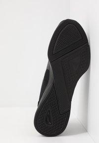 Puma - FLYER RUNNER - Obuwie do biegania treningowe - black/high risk red - 4