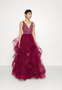 Luxuar Fashion - Vestido de fiesta - weinrot - 0