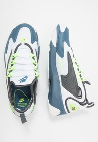 Nike Sportswear - ZOOM  - Matalavartiset tennarit - white/ghost green/iron grey/thunderstorm - 1