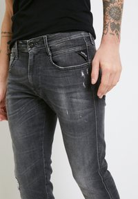 Replay - ANBASS AGED - Slim fit jeans - medium grey - 6