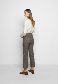 WEEKEND MaxMara - AGGETTO - Trousers - karamell - 2