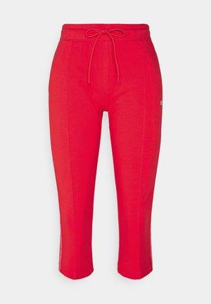 CAPRI PANTS - 3/4 sports trousers - red